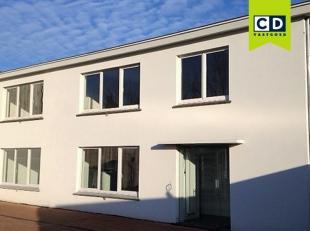 126m² kantoor<br /> Ligging: nabij Gentse stadsring met vlotte bereikbaarheid<br /> Specificaties kantoor: gevel in crepi, pvc schrijnwerk met du