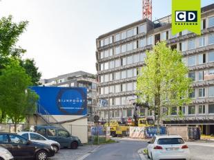 1212m² kantoorruimte op 5de verdieping<br /> Ligging: aan de Waaslandtunnel; vlakbij Antwerpse binnenstad; openbaar vervoer op wandelafstand<br /