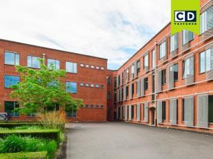 200m² kantoorruimte op 1ste verdieping (opsplitsbaar vanaf 100m²)<br /> Ligging: vlotte verbinding naar E19 ; bushalte op wandelafstand<br /