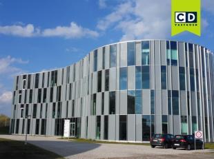 55m² gemeubelde kantoorruimte met dienstverlening in business center in Gent<br /> All-in prijs<br /> Ligging: aan afrit E40 (Flanders Expo) en R