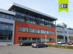 160m² kantoorruimte op 2e verdieping<br /> Ligging: vlakbij afrit E40 (Flanders Expo - The Loop)<br /> Specificaties: gevel in traditioneel metse