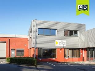 300m² magazijn met 364m² kantoren<br /> Ligging: strategisch gelegen vlakbij afrit E40 en R4 aan Flanders Expo - The Loop<br /> Specificatie