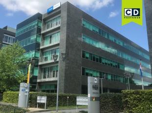 1159m² kantoorruimte op 4de verdieping<br /> Ligging: commercieel gelegen langs Antwerpse Ring; vlakbij station van Berchem<br /> Specificaties: