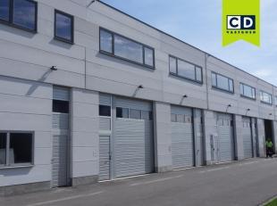 240m² magazijn met 60m² kantoren<br /> Ligging: op 5min van de R4<br /> Specificaties:<br /> Magazijn: betonstructuur, gevel in ytong, ge&Iu