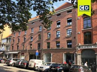 225m²  kantoorruimte op tweede verdieping<br /> Ligging: nabij inrit van de Waaslandtunnel en bij Antwerpse Leien<br /> Specificaties: betonstruc