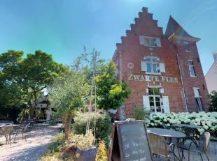 In het dorp van Zwijnaarde, vlakbij Gent, vinden we dit prachtige pand terug.De Zwarte Fles geniet reeds meer dan vijftien jaar een grote naamsbekendh