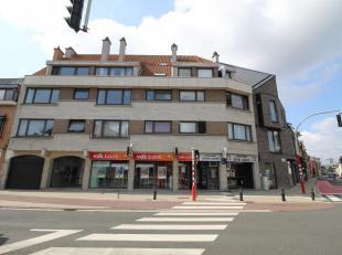 1-Slpk appartement nabij UZ Gent.<br /> Bij binnekomst een ruime inkomhal me toegang tot de woonkamer, badkamer en slaapkamer.<br /> Een lichtrijke wo