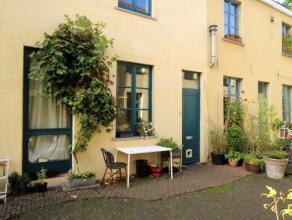 Dit charmant citéhuisje ligt op wandelafstand van centrum Gent en beschikt over: een gezellige leefruimte met open keuken, een kelder, op het e