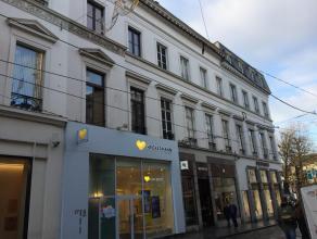 Dit ruim appartement is heel centraal gelegen in het centrum van de stad Gent. Het appartement is heel vlot bereikbaar met het openbaar vervoer (tram/