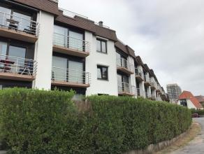 Instapklaar, goed onderhouden dakappartement op 3e verdieping van res. Promenade met garage, mooi gelegen op 100m van het strand met uitzicht op de du