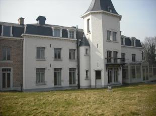 Mooi afgewerkte studio's en appartement in een gerenoveerd kasteel op het golfterrein van Berlamont. In een oase van rust en groen nabij de Maas kan m