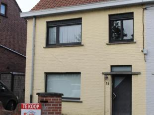 Goed gelegen gezellige woning te koop in het landelijke dorpje Tiegem. Perceeloppervlakte van 335m² en EPC 285. Indeling: inkom, leefruimte, keuk