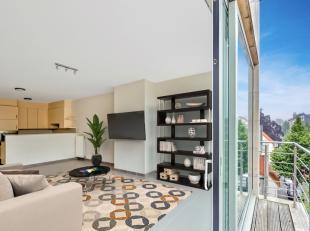 Dit appartement gelegen op de derde verdieping van een recent gebouw beschikt over een ruim terras, inkom met vestiaire, ruime lichtrijke living met i