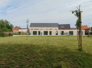 """Zeer ruime duplex gelegen te Res. """"Huyze 't Hoekske"""". Dit appartement is voorzien van een zongericht ruim terras met uitzicht over groendak en verre z"""