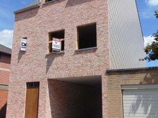 Hierbij bieden we een ruime nieuwbouwwoning te koop aan in het centrum van Aalter! Deze woning wordt volledig afgewerkt opgeleverd, waarbij de koper b