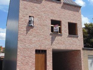 Hierbij bieden we een ruime nieuwbouwwoning te koop aan in het centrum van Aalter! Deze woning wordt water- en winddicht verkocht en afgeleverd (casco