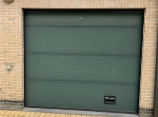 Deze garagebox bevindt zich in het centrum van Aalter. De huurprijs bedraagt 55 euro (50 euro huur + 5 euro voor gemeenschappelijke kosten)<br /> Indi
