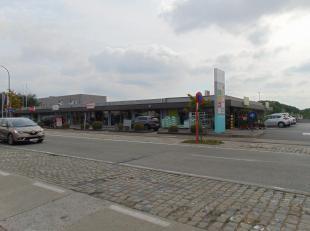 Ruime handelsruimte in winkelzone 'Shopping Ter Loo' in de Lostraat te Aalter. Zeer vlotte bereikbaarheid (zowel vanuit het centrum als vanaf de grote