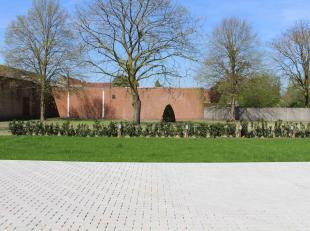 Bovengrondse staanplaats te huur in het centrum van Waarschoot, in Residentie Twee Molens. <br /> <br /> WENST U DE STAANPLAATS TE BEZICHTIGEN?<br />