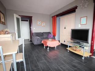 Deze studio bevind zich in een appartementen complex gelegen aan de stadsrand van Sint-Niklaas, vlak tegen het shoppingcenter, grote toevalswegen, ope