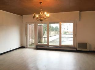 Bent u op zoek naar een betaalbare woning of een interessante investering om te verhuren? Dan is deze ruime gesloten bebouwing in Eeklo misschien iets