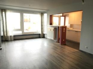 Ruim appartement gelegen op een uitstekende locatie in Eeklo. Vlakbij het station, openbaar vervoer en op wandelafstand van het centrum.<br /> <br />