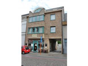 Tof 1-slaapkamer appartement/studio te huur centrum Zomergem.<br /> Indeling: keuken, leefruimte, slaapkamer, badkamer en toilet. <br /> <br /> Garage