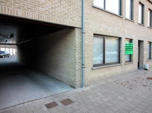 gelegen aan de rand van het centrum op wandelafstand van bakker, slager, Colruyt, ...<br /> op 5 min van N49 Knokke/antwerpen.<br /> <br /> Indeling :