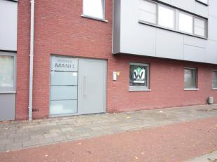 Dit appartement is gelegen aan de rand van Eeklo, in de directe nabijheid van Adegem en Sint-Laureins. Het appartement heeft een gezellige tuin met te