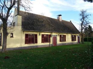 Landelijk gelegen rustieke fermette (200 m² bewoonbare oppervlakte) omvattende ingerichte keuken met eetplaats en open haard - living met prachti