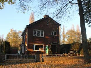 Deze charmante woning ligt in een doodlopende straat in Wondelgem, met vlotte verbinding naar de R4 en centrum Gent (5km fietsafstand).<br /> De wonin