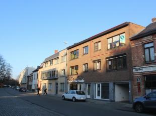 Super gelegen appartement met frontaal zicht op de beschermde Vroonstalledries en Sint-Catharinakerk.Op minder dan 500 meter wandelafstand vindt u ver