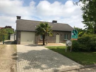 Verzorgde, instapklare en rustig gelegen woning dichtbij dorpskern van Sleidinge in een kindvriendelijke omgeving. De woning omvat een inkom - afzonde