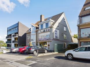 Deze eigendom is gelegen op de verbindingsweg Gent-Sleidinge, vlakbij het centrum van Evergem en opgedeeld in gedeelte handelsruimte en luxe-apparteme