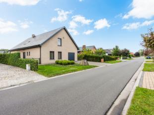Deze prachtige woning is gelegen op een perceel van 800m² in een rustige woonwijk van Ertvelde.Heel goede ligging in de nabijheid van het centrum
