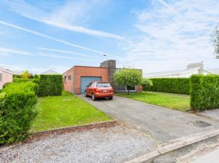 Deze laagbouwwoning is gelegen in een residentiële verkaveling in Evergem.Dankzij de uitstekende ligging geniet u enerzijds volop van rust en pri