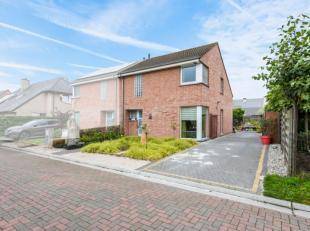 Deze goed onderhouden woning is zeer goed gelegen op een perceel van 353m² in een rustige woonwijk te Evergem.Verkoop enkel en alleen onder de vo