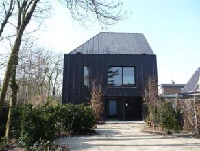 Stijlvol duplex appartement (in meer-gezinnen gebouw) met zicht op prachtige tuin aangelegd door top Gentse landschapsarchitect. Gevel en dak bekledin