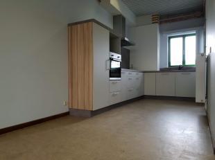 Duplex appartement in het centrum van Sleidinge, met een mooie nieuwe keuken & badkamer.   Alles is vernieuwd, grote inkomhal, ideaal voor fietsen