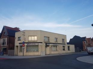 Ruim hoekpand in het centrum van Sint-Gillis-Waas, bestaat momenteel uit een handelsgelijkvloers (185m²) en een bovenliggende woonst (132m²)