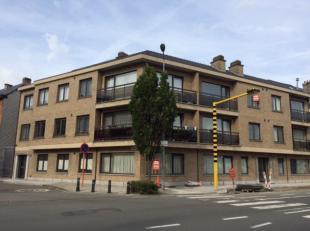 Vernieuwd gelijkvloers appartement. Het appartement bestaat uit een nieuwe ingerichte keuken, ruime living, nieuwe badkamer, 2 volwaardige slaapkamers