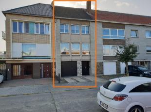 Ruime bel-étage op een boogscheut van het centrum van Zelzate. Op het gelijkvloers is er een inkomhal, garage, apart toilet, berging, wasplaats