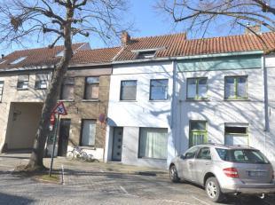 Instapklare woning gelegen centrum Brugge, recent gebouwd volgens moderne architectuur met een speling van open ruimtes en veel lichtinval.<br /> <br