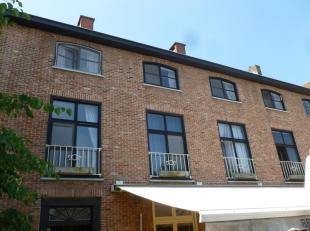 Leuk 1-slaapkamer appartement op de Markt in Aalter, 2e verdieping boven 'Koffieboontje'. Appartement bestaat uit inkom, living met open keuken, slaap
