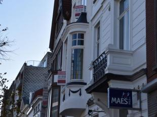 Instapklaar appartement met zonnig terras in een gerenoveerde herenwoning. Gelegen in het centrum van Eeklo, gemakkelijk te bereiken met het openbaar