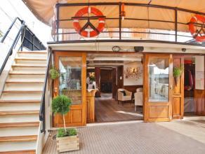 Te koop : zeilend hotelschip met ligplaats te Antwerpen . Lengte van dit  driemast schip is 55 meter ( waterlijn 44 meter ) . Dit schip doet dienst al