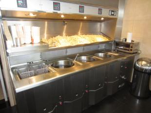 Over te nemen : zeer goeddraaiende , verzorgde en nette frituur met woonst te Deurne . Gewenste en hoge omzetcijfers ! Gelegen op een drukke baan .<br