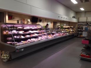 Over te nemen : supermarkt in het Waasland . Verkoopsoppervlakte ongeveer 1100 m2 groot met alle afdelingen aanwezig zoals slagerij , groenten en frui