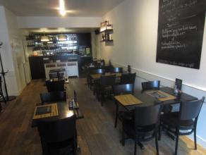 Over te nemen : bistro - restaurant met riante woonst op toplocatie te Antwerpen . Gelegen omgeving Hoogstraat , kaaien en voetgangerstunnel . Toploca