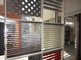 Over te nemen onder de vorm van aandelen : interieur - bedrijf gespecialiseerd in raamdecoratie en zonnewering gelegen op een drukke baan in de drieho